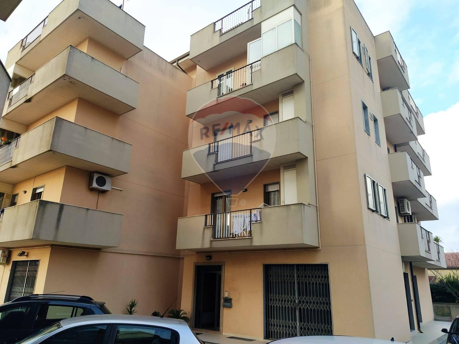 Appartamento in vendita a Modica, 7 locali, zona Zona: Frigintini, prezzo € 85.000   CambioCasa.it