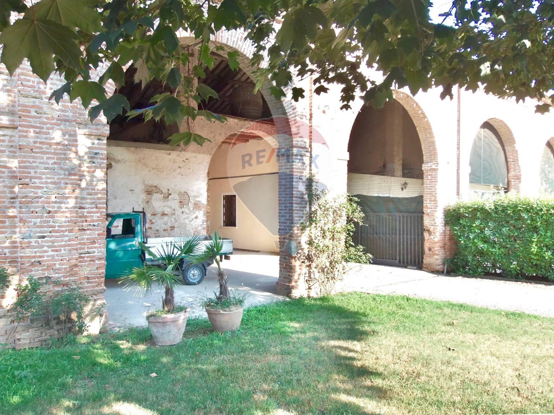 Rustico / Casale in vendita a Torri di Quartesolo, 1 locali, zona Zona: Marola, prezzo € 185.000   CambioCasa.it
