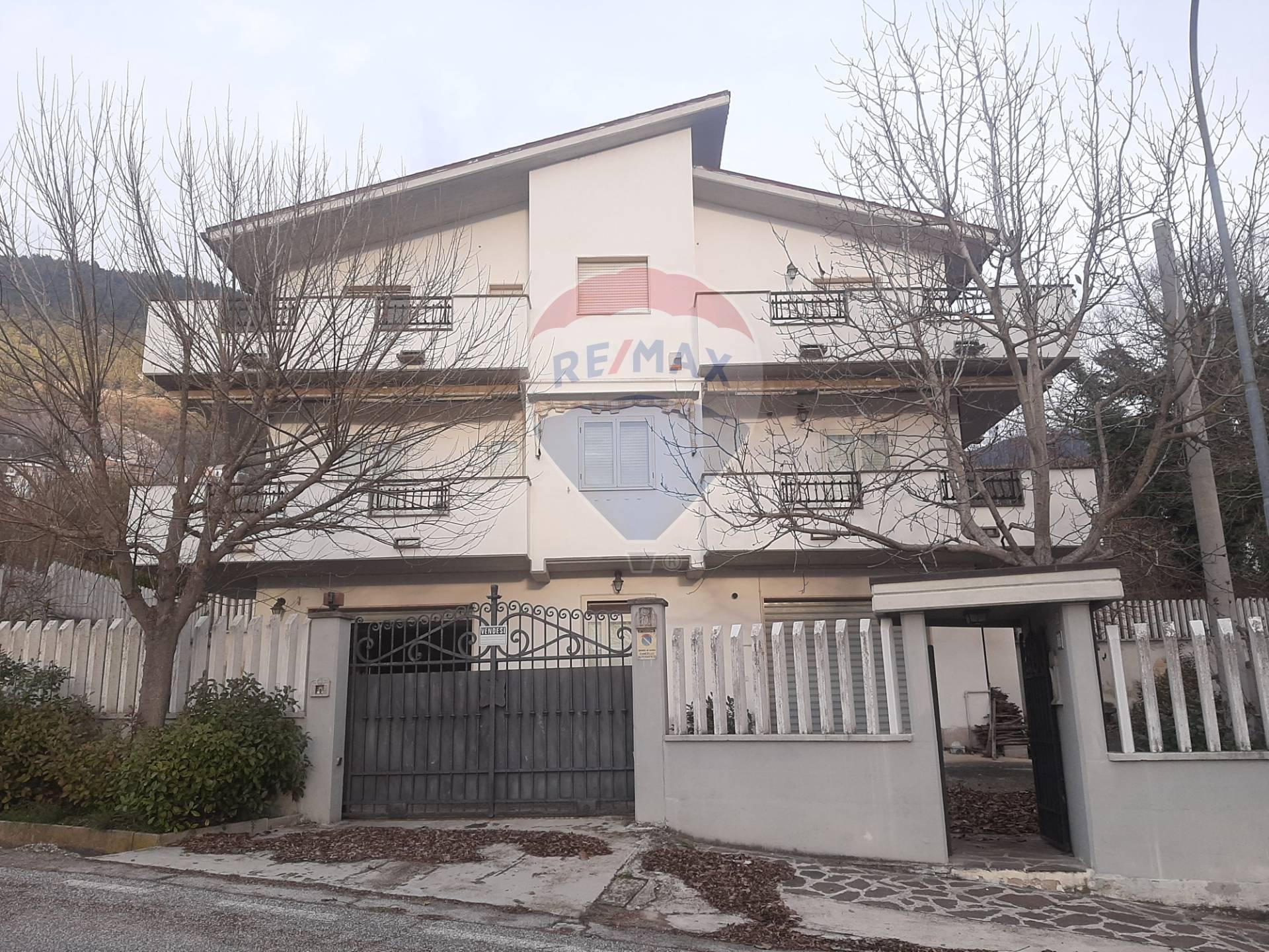 Soluzione Indipendente in vendita a Roccacasale, 15 locali, prezzo € 249.000 | CambioCasa.it