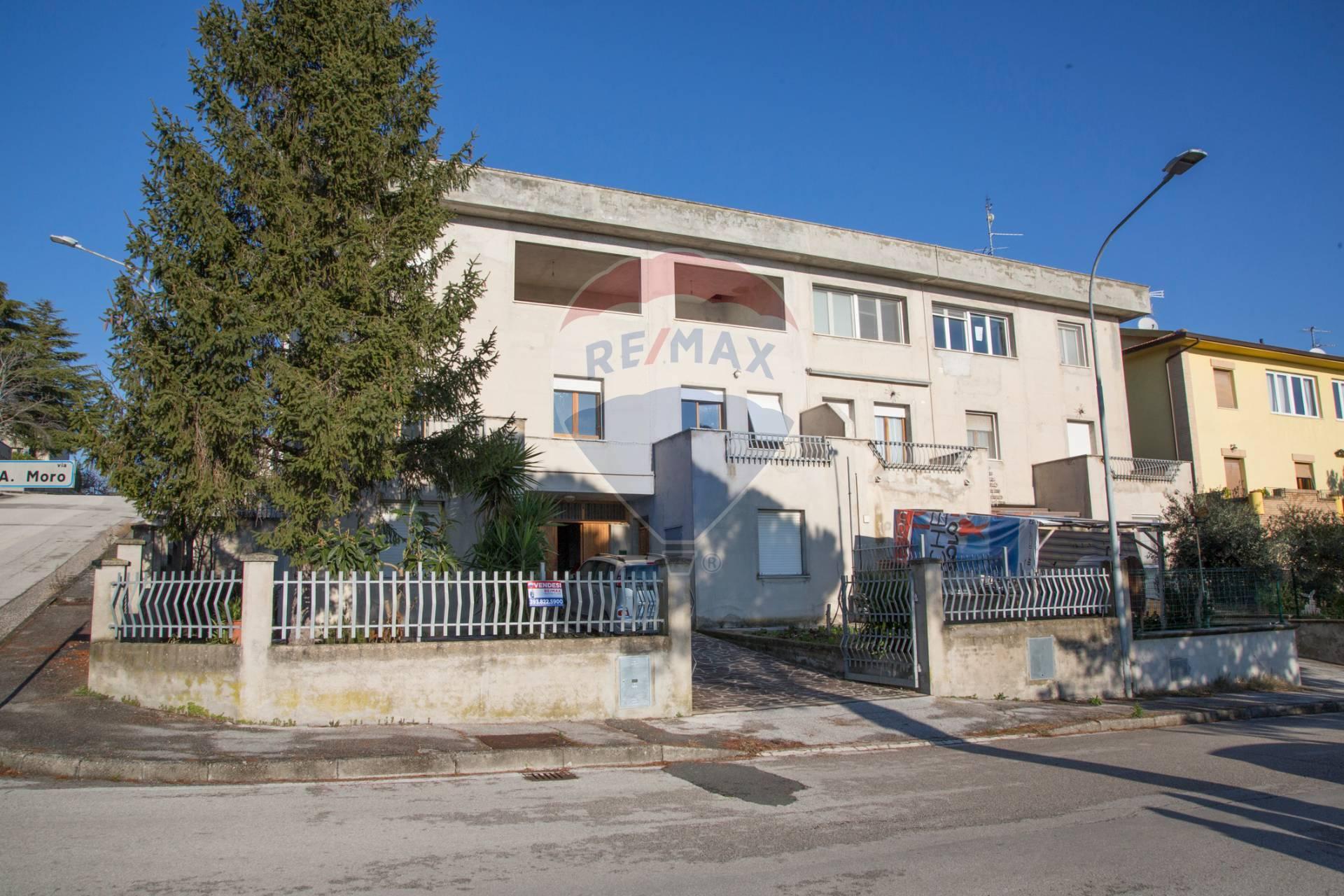 Appartamento in vendita a Santa Maria Nuova, 4 locali, prezzo € 126.000 | CambioCasa.it