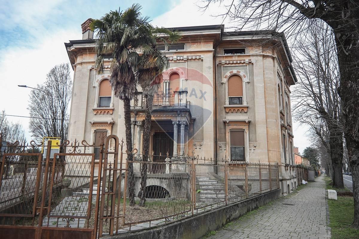 Villa in vendita a Sanguinetto, 27 locali, prezzo € 900.000   CambioCasa.it