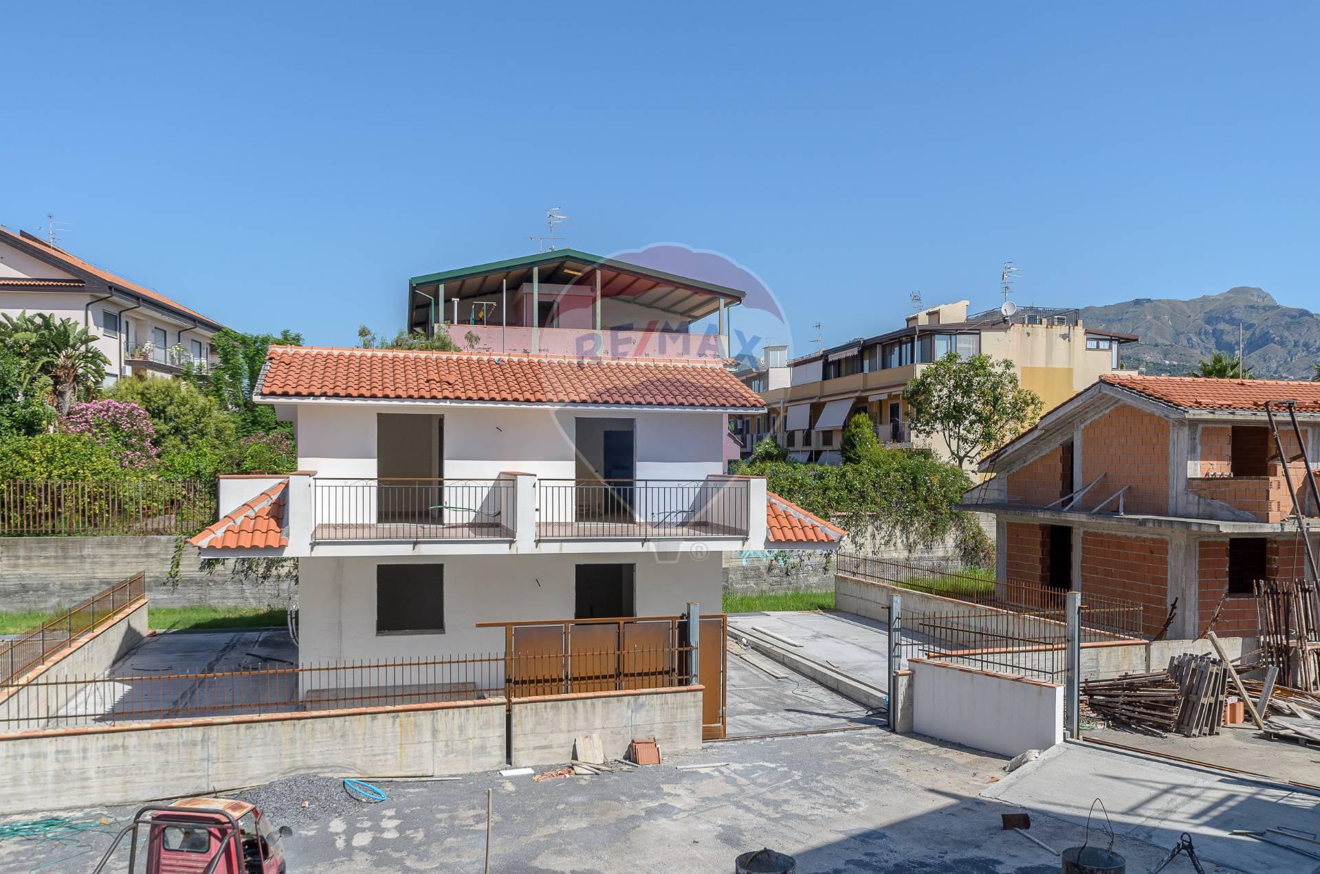 Villa in vendita a Giardini-Naxos, 6 locali, zona Località: Recanati, prezzo € 260.000 | CambioCasa.it
