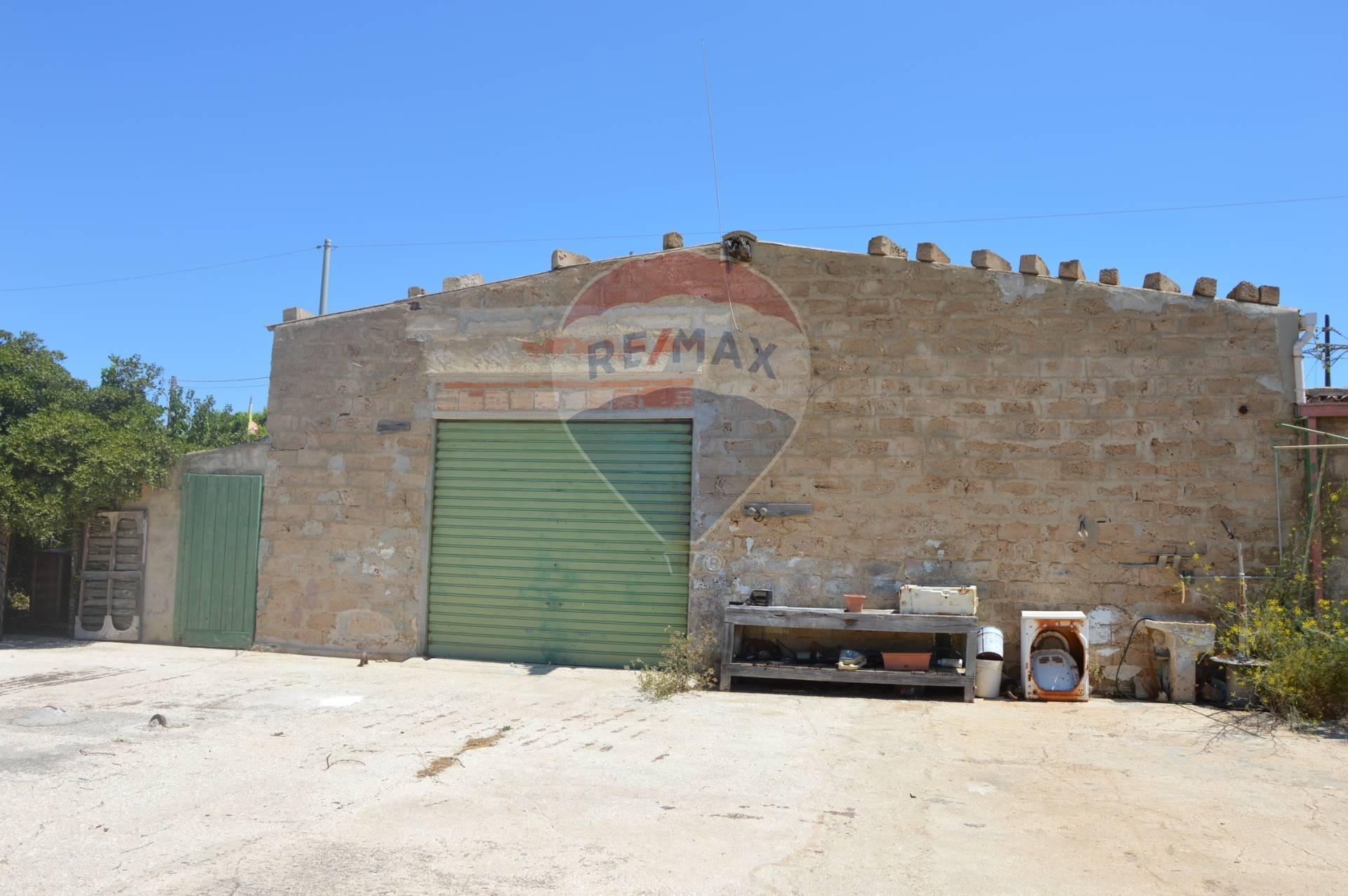 Capannone in vendita a Portopalo di Capo Passero, 9999 locali, prezzo € 205.000 | CambioCasa.it