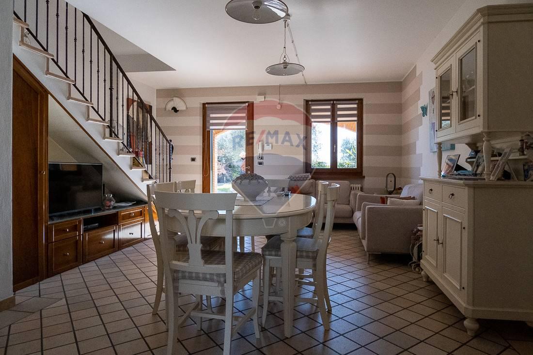 Villa a Schiera in vendita a Buttapietra, 12 locali, zona Zona: Bovo, prezzo € 500.000 | CambioCasa.it