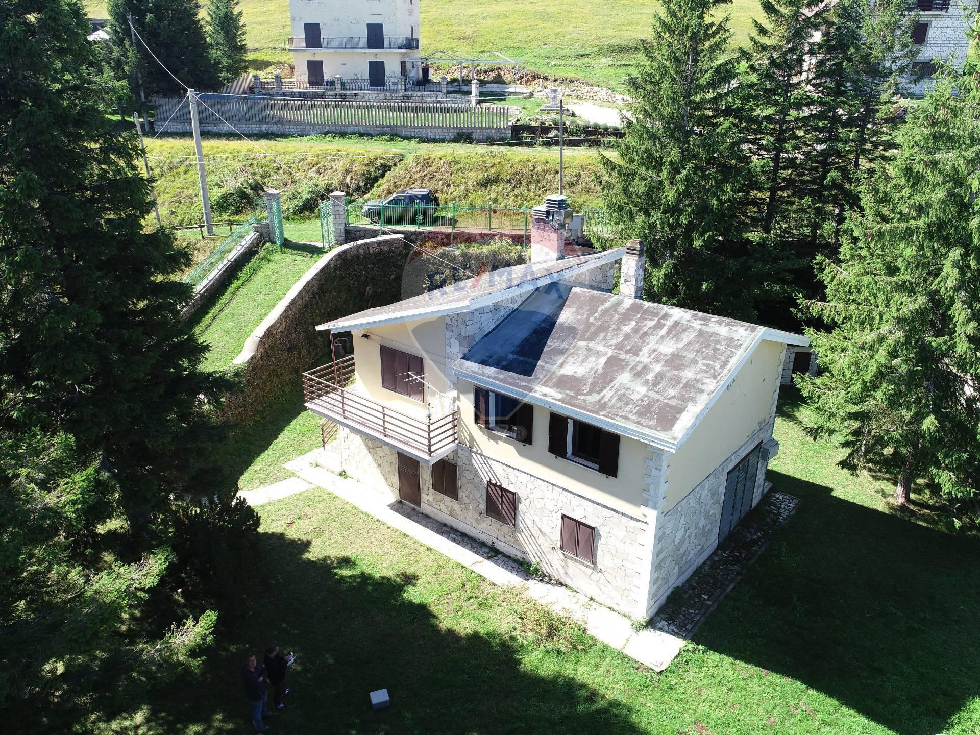 Villa Bifamiliare in vendita a Pretoro, 8 locali, prezzo € 145.000 | CambioCasa.it