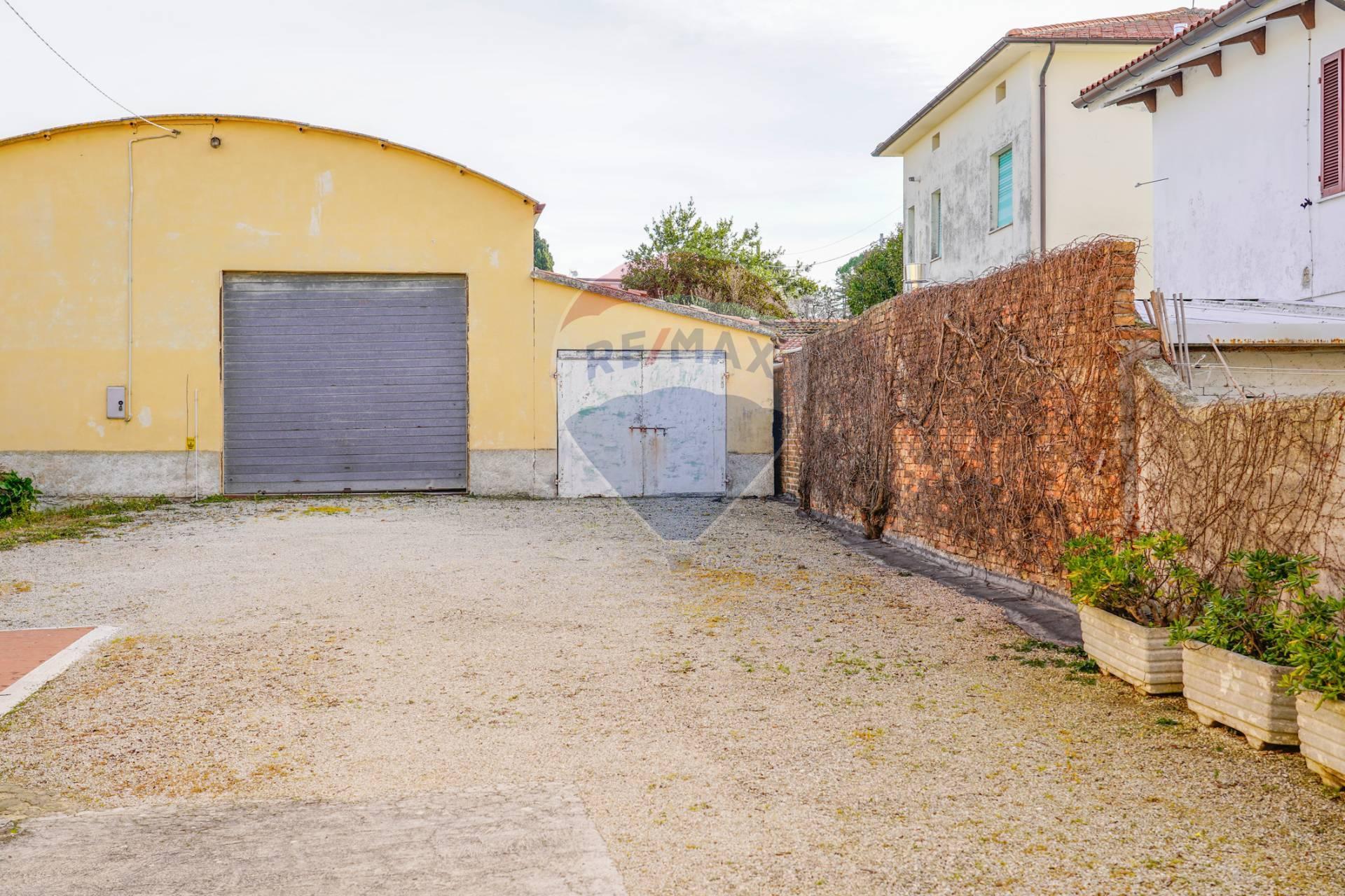 Magazzino in vendita a Filottrano, 2 locali, zona Località: S.Anna, prezzo € 50.000   CambioCasa.it