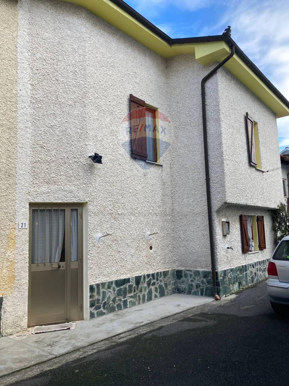 Soluzione Semindipendente in vendita a Piana Crixia, 4 locali, zona Zona: Villa, prezzo € 40.000   CambioCasa.it