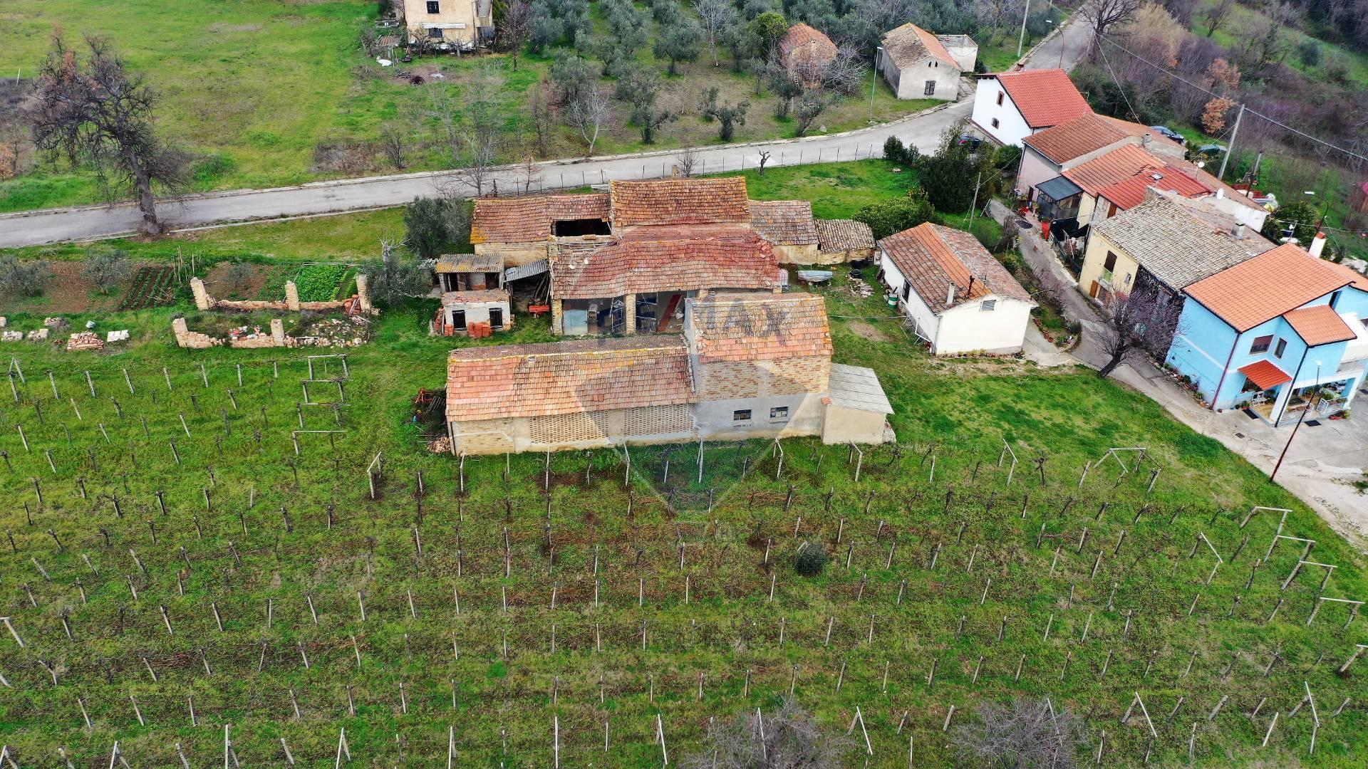 Rustico / Casale in vendita a Rocca San Giovanni, 6 locali, prezzo € 55.000 | CambioCasa.it