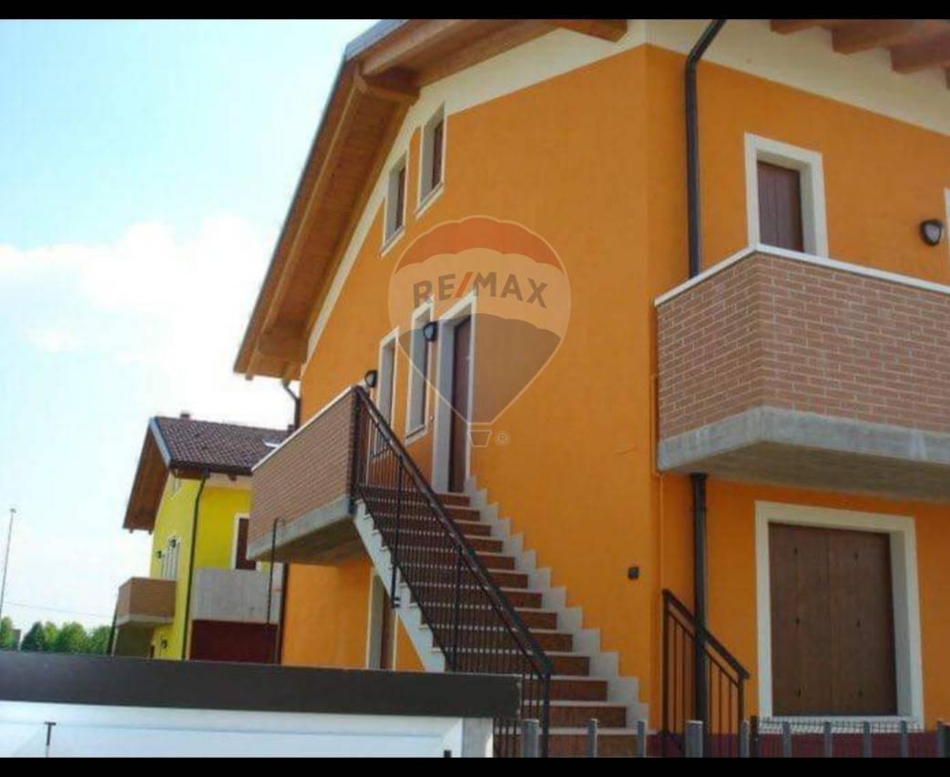 Appartamento in vendita a Sanguinetto, 2 locali, prezzo € 78.000   CambioCasa.it
