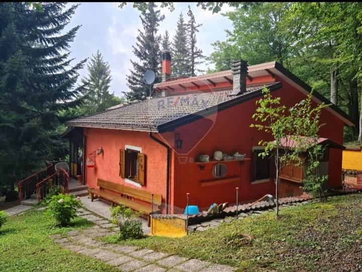 Villa in vendita a Riolunato, 4 locali, zona Località: CentoCroci, prezzo € 203.000 | CambioCasa.it