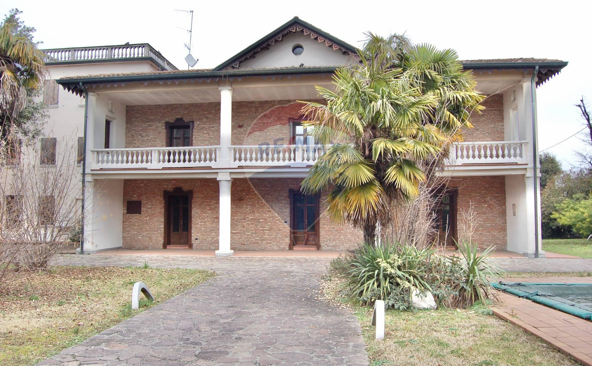 Villa in vendita a Montichiari, 11 locali, zona rini, Trattative riservate   PortaleAgenzieImmobiliari.it