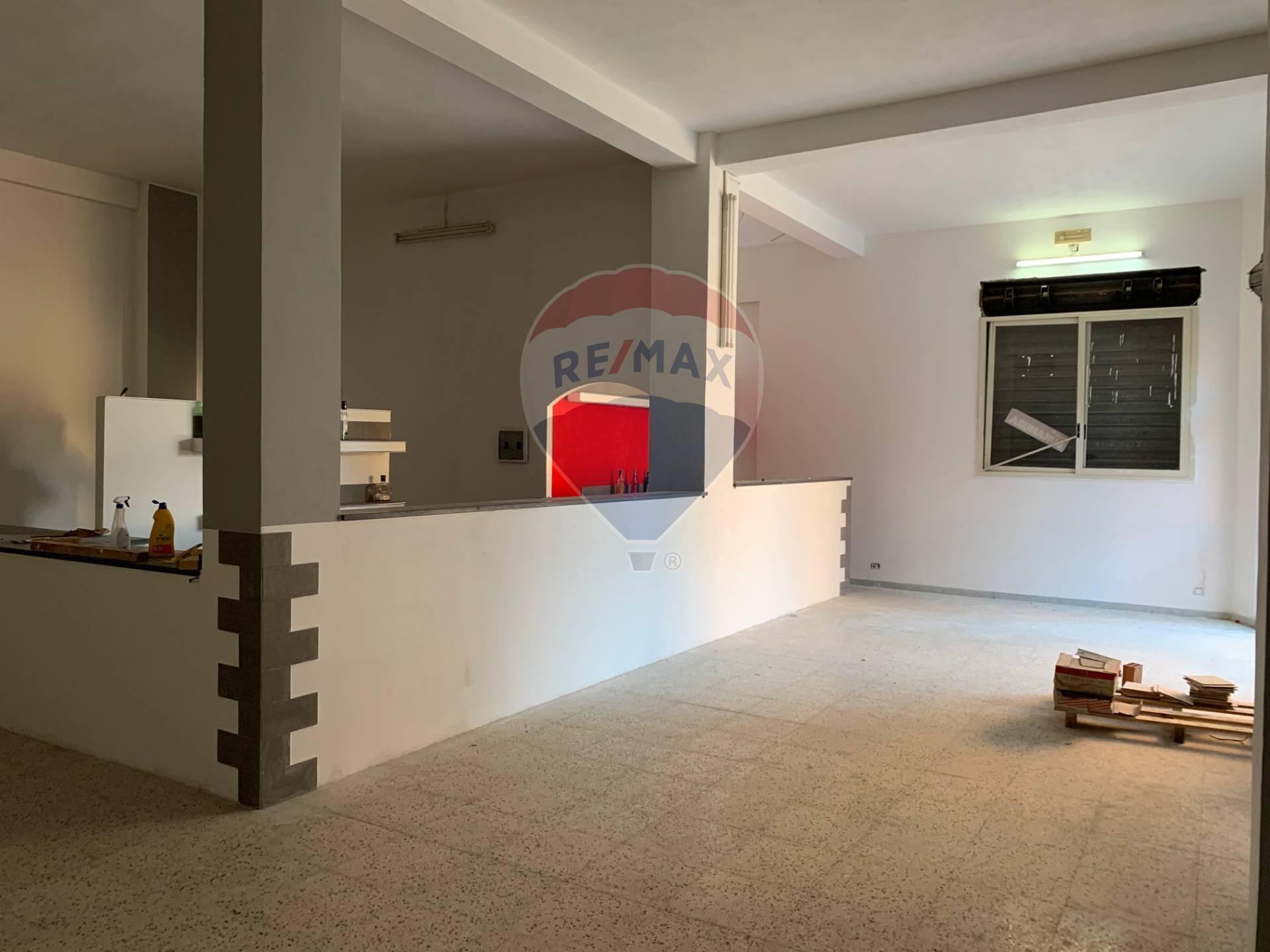 Negozio / Locale in affitto a Pozzallo, 9999 locali, zona Località: Centro, prezzo € 1.400 | CambioCasa.it