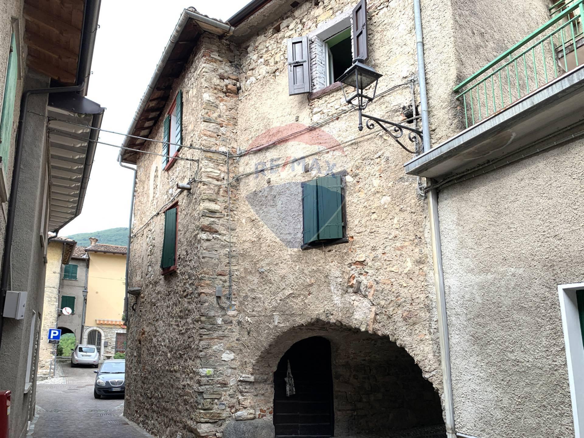 Rustico / Casale in vendita a Tignale, 8 locali, prezzo € 69.000   PortaleAgenzieImmobiliari.it