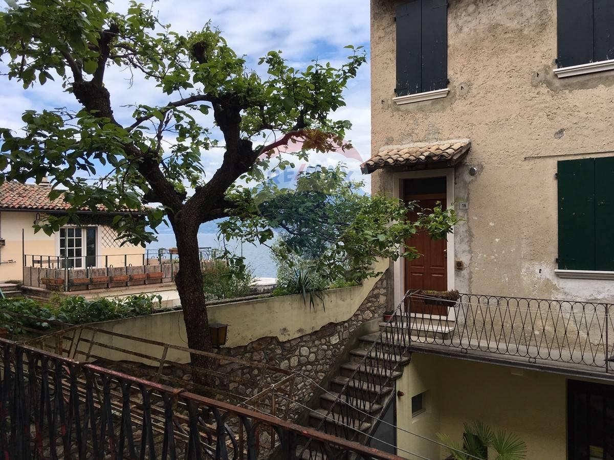 Appartamento in vendita a Brenzone, 3 locali, prezzo € 120.000 | CambioCasa.it