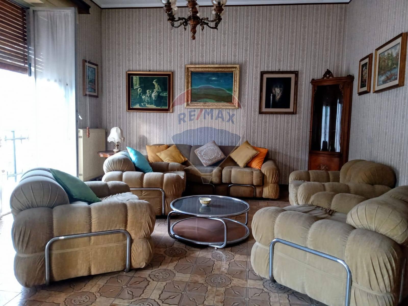 Appartamento in vendita a Modica, 7 locali, zona Località: ModicaBassa, prezzo € 54.000   CambioCasa.it