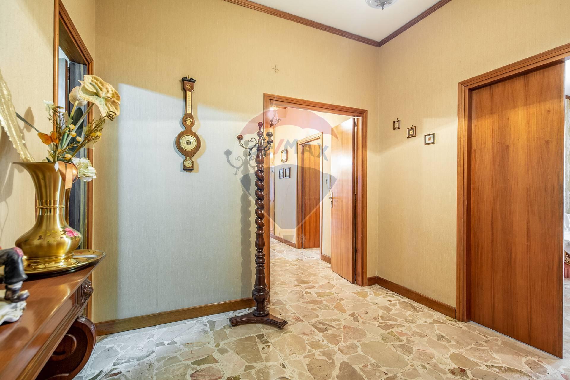 Appartamento in vendita a Enna, 9 locali, zona Località: Centrostorico-zonacentrale, prezzo € 325.000   CambioCasa.it
