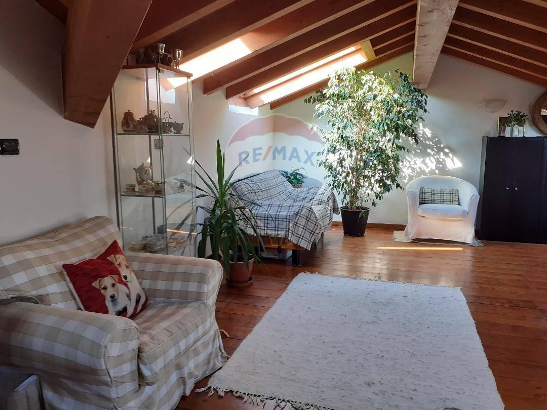 Appartamento in vendita a Moniga del Garda, 3 locali, prezzo € 239.000 | PortaleAgenzieImmobiliari.it