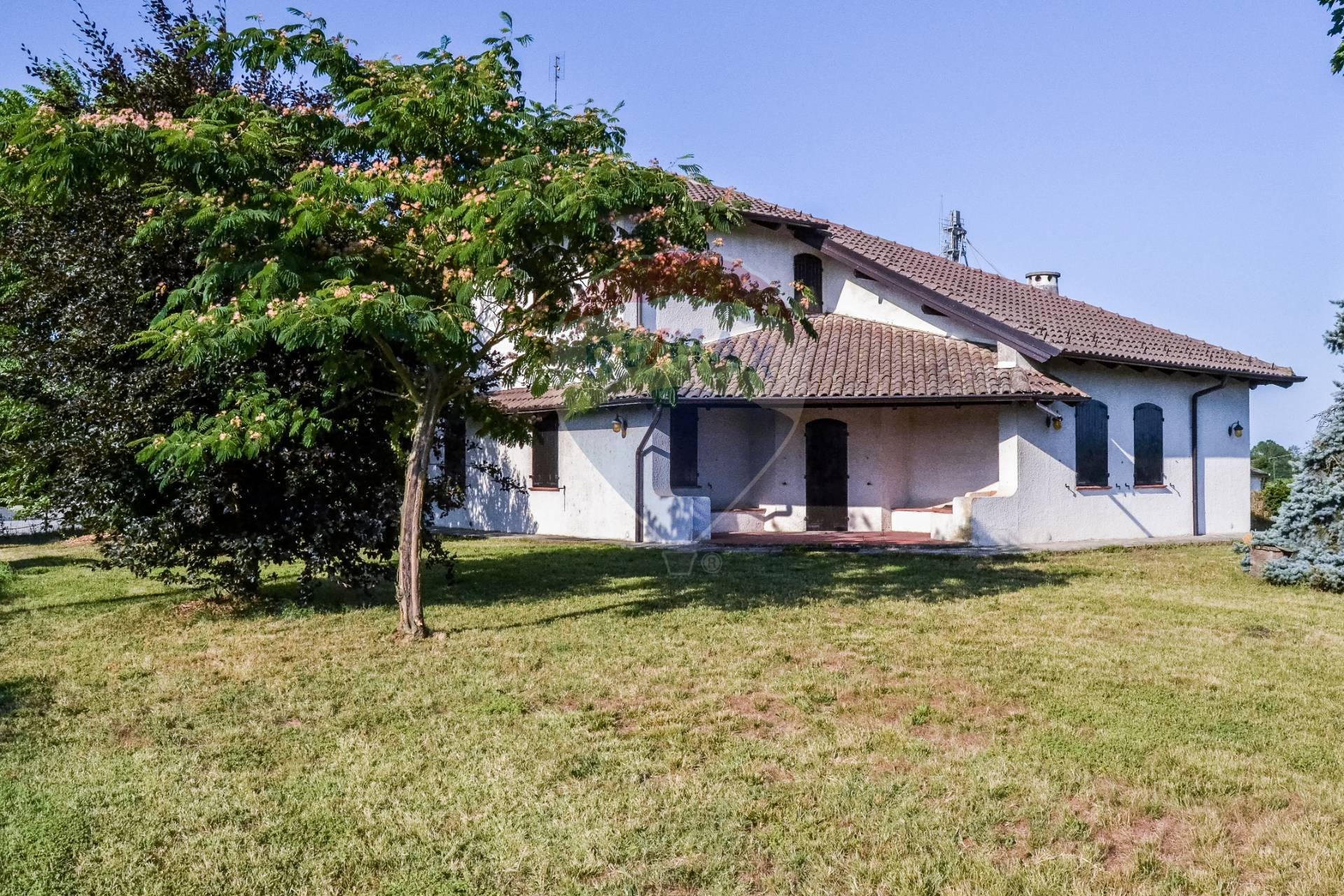 Villa in vendita a Oviglio, 6 locali, prezzo € 330.000 | CambioCasa.it