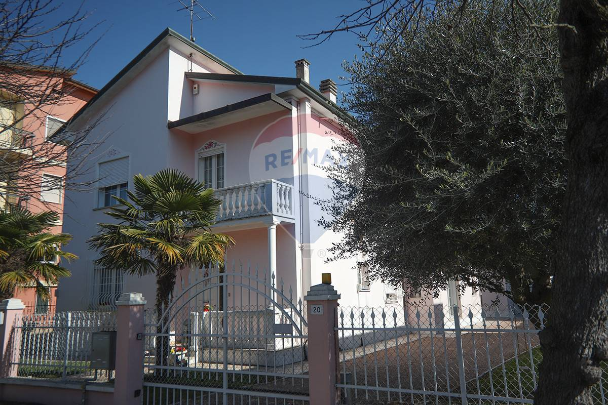Villa in vendita a Sanguinetto, 7 locali, prezzo € 295.000   CambioCasa.it