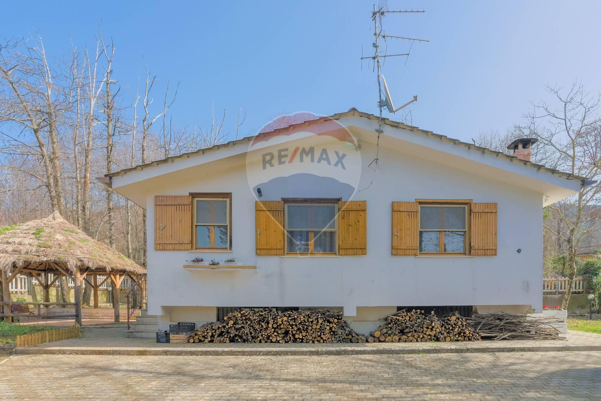 Villa in vendita a Bassano Romano, 2 locali, prezzo € 95.000   CambioCasa.it