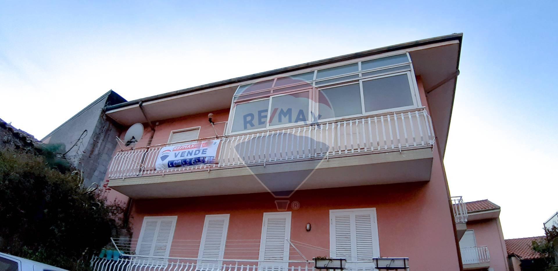Appartamento in vendita a Camporotondo Etneo, 6 locali, prezzo € 99.000   CambioCasa.it