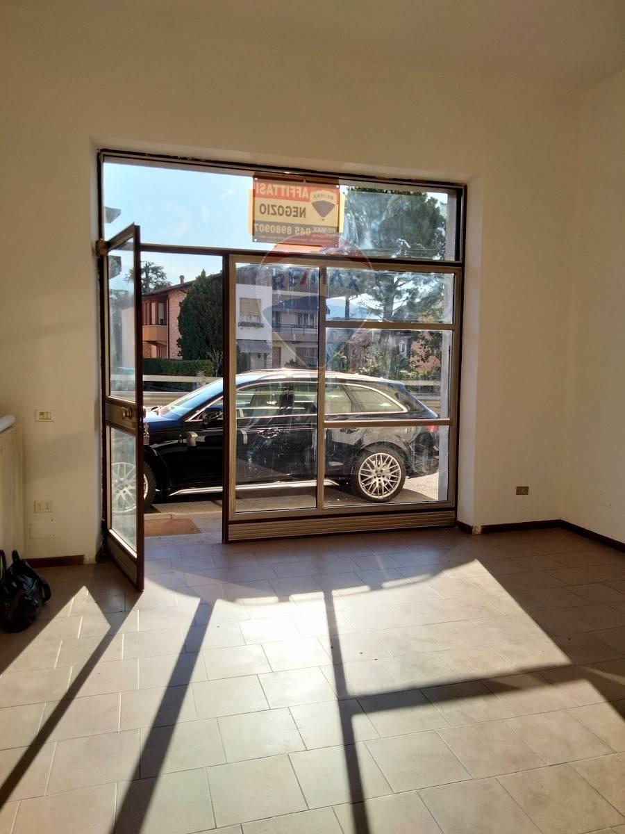 Negozio / Locale in affitto a Negrar, 9999 locali, prezzo € 400   CambioCasa.it