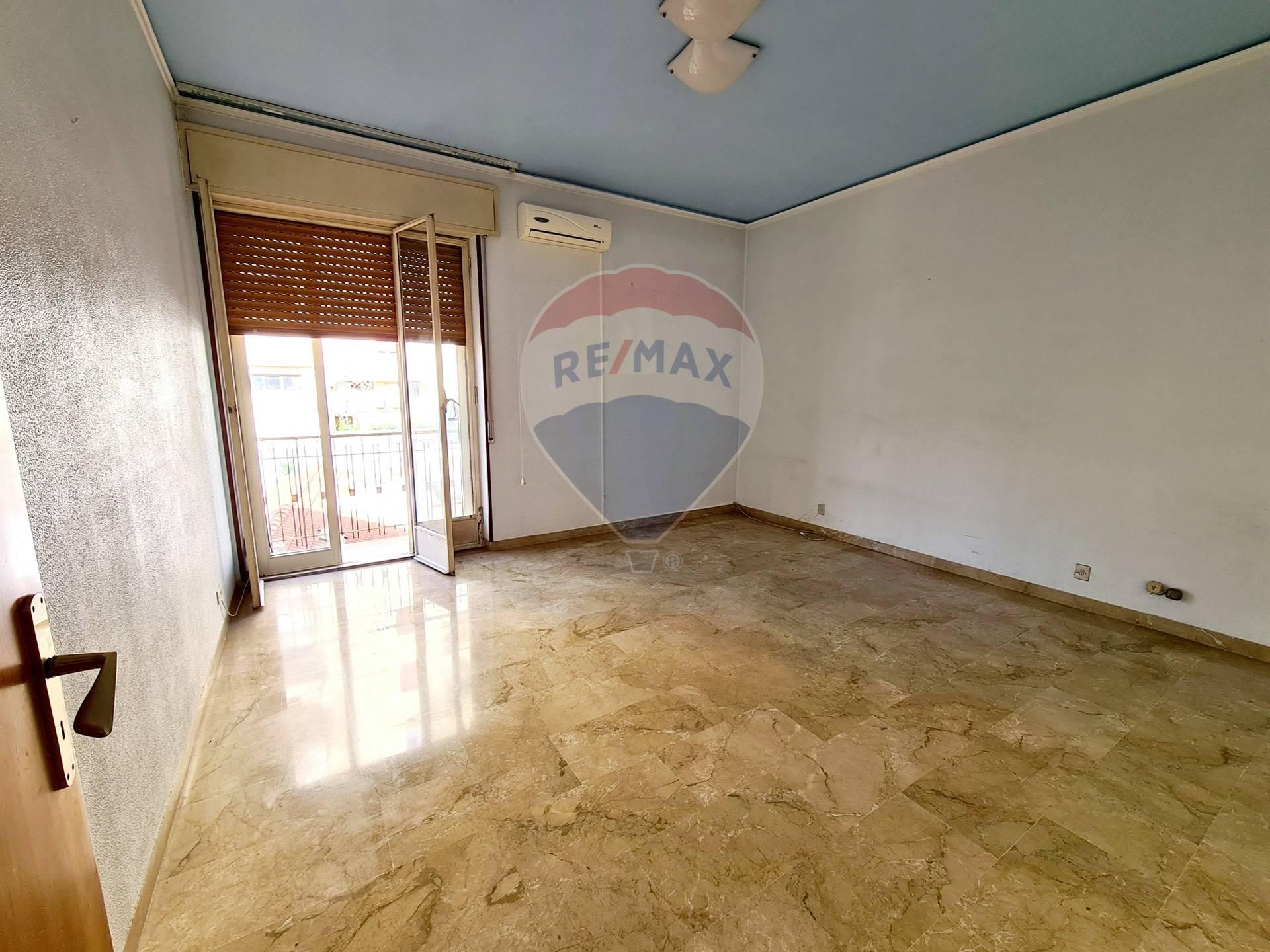 Appartamento in vendita a Modica, 6 locali, zona Località: ModicaBassa, prezzo € 65.000   CambioCasa.it