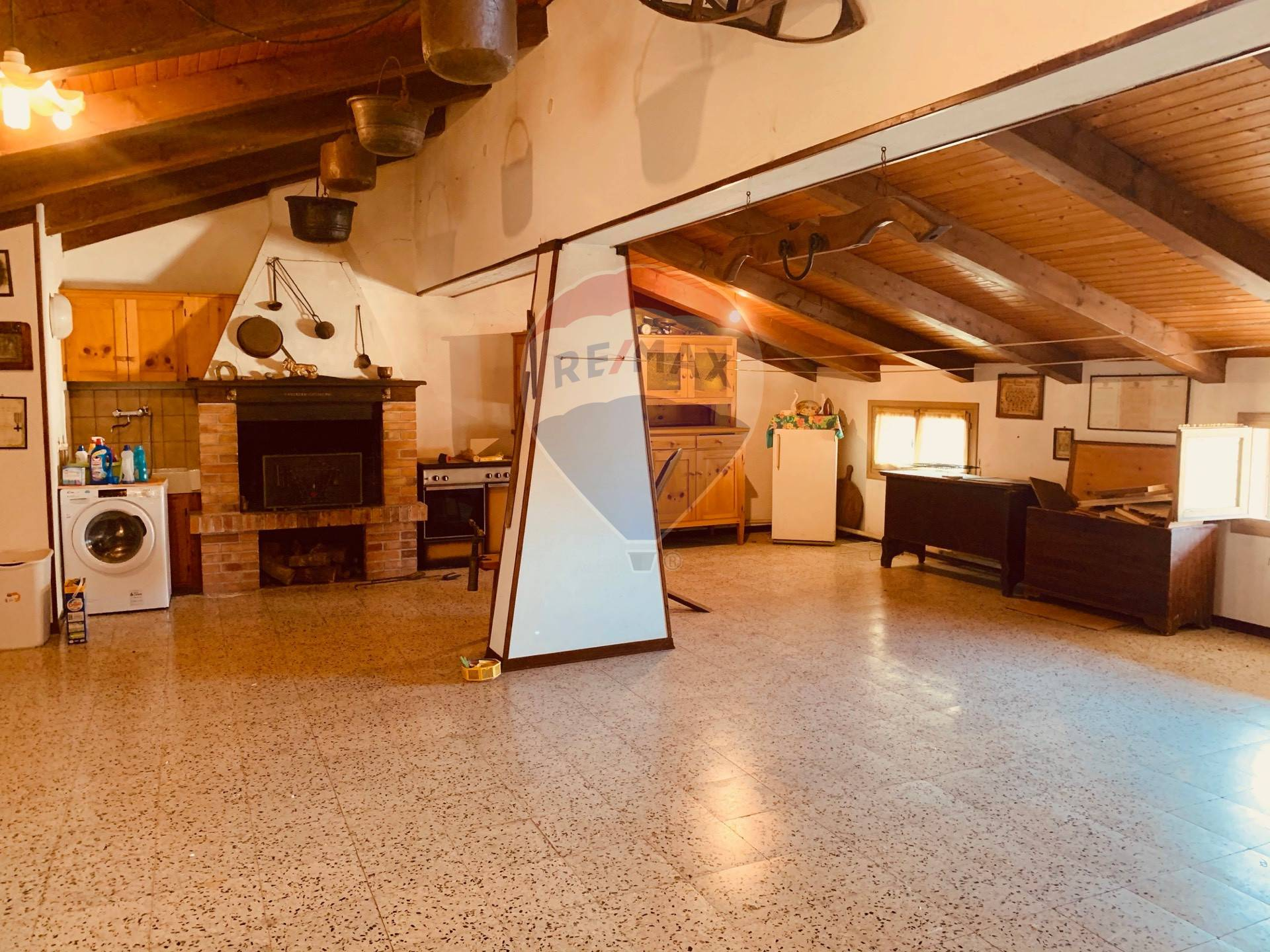 Villa a Schiera in vendita a Agugliaro, 10 locali, prezzo € 80.000   CambioCasa.it