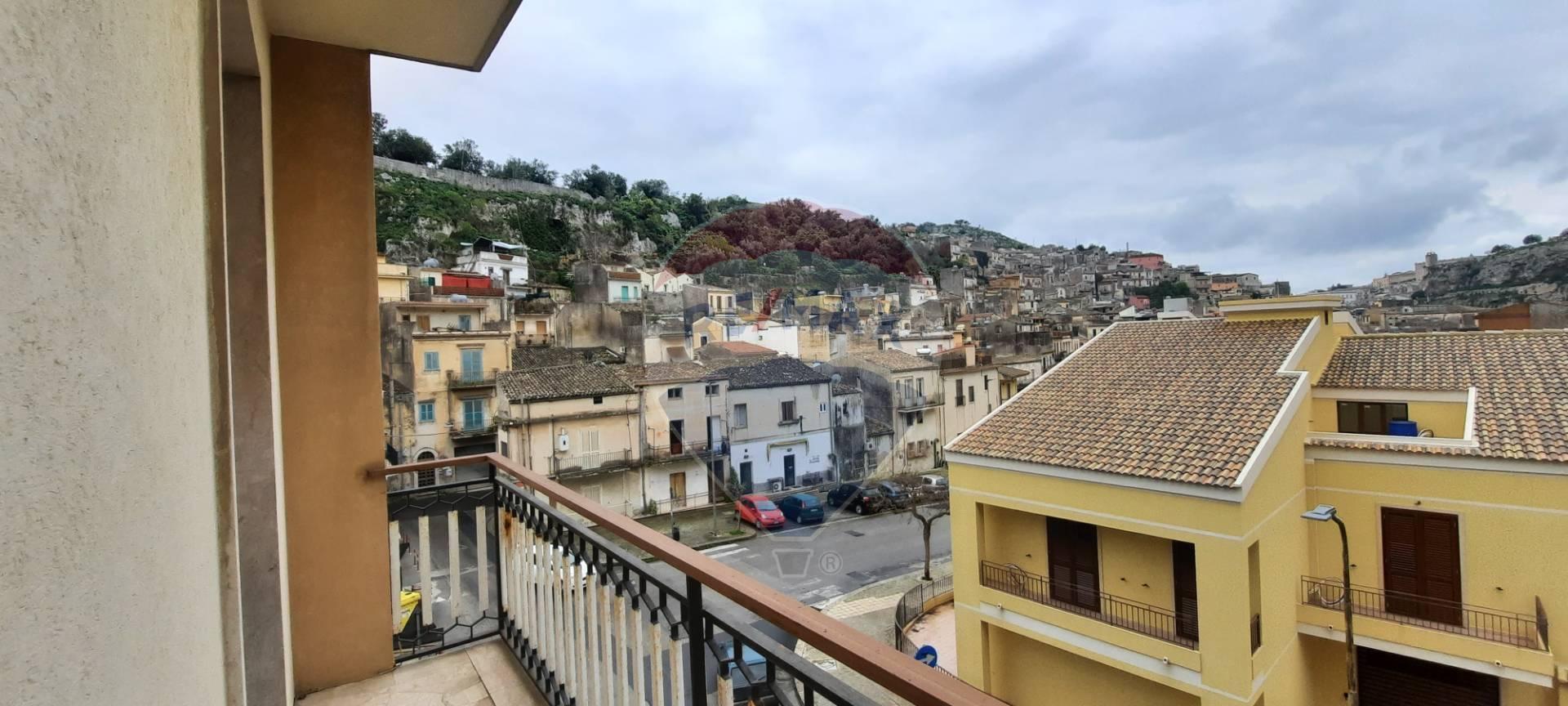 Appartamento in vendita a Modica, 5 locali, zona Località: ModicaBassa, prezzo € 80.000   CambioCasa.it
