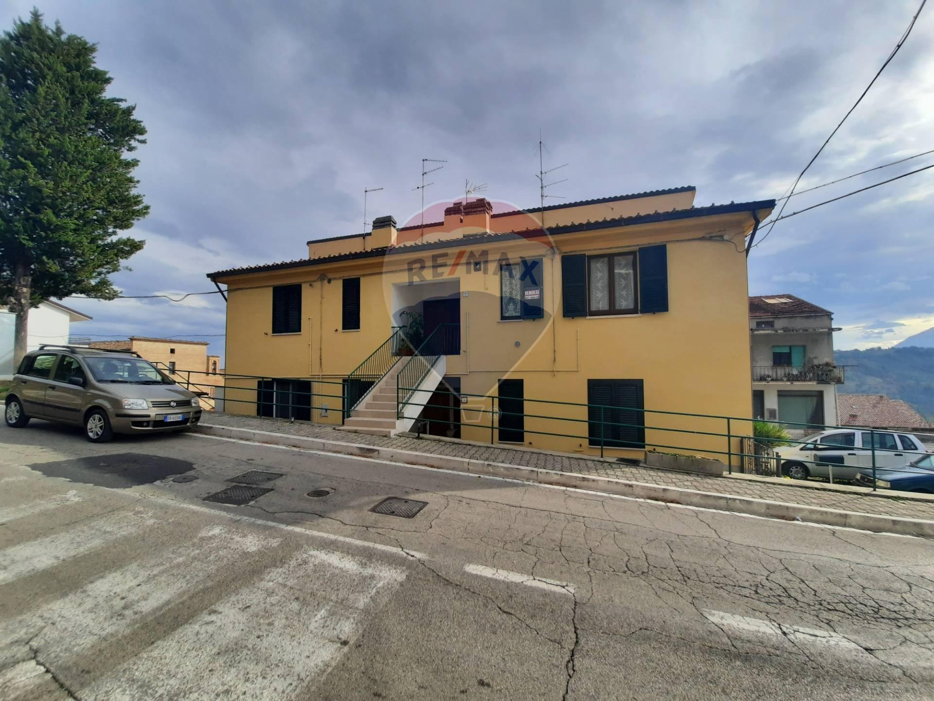 Appartamento in vendita a Bucchianico, 5 locali, prezzo € 79.500 | CambioCasa.it