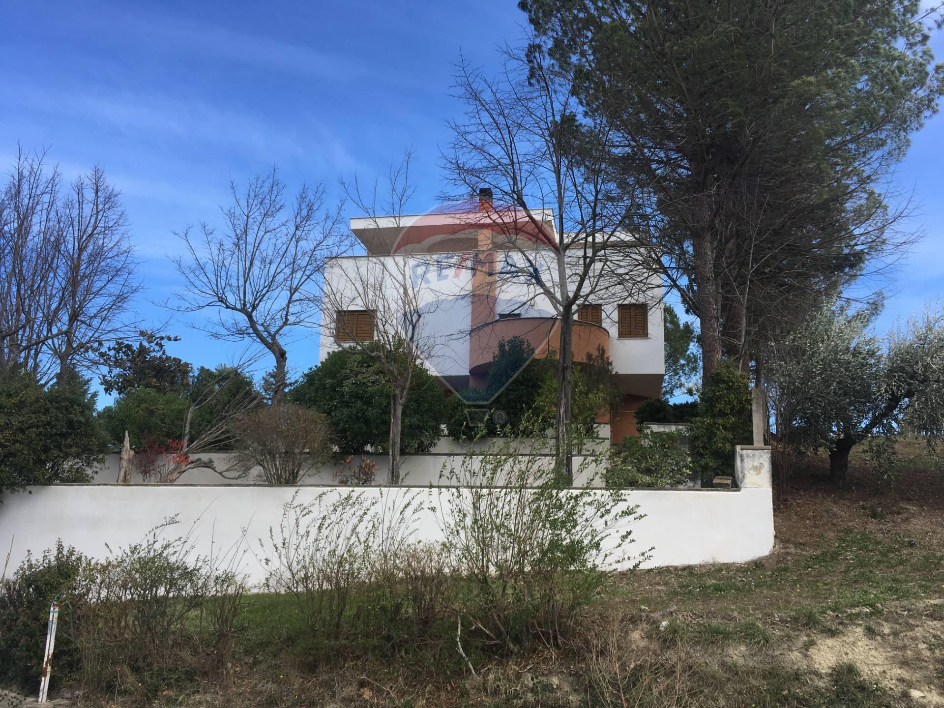 Villa in vendita a Bucchianico, 15 locali, prezzo € 280.000 | CambioCasa.it