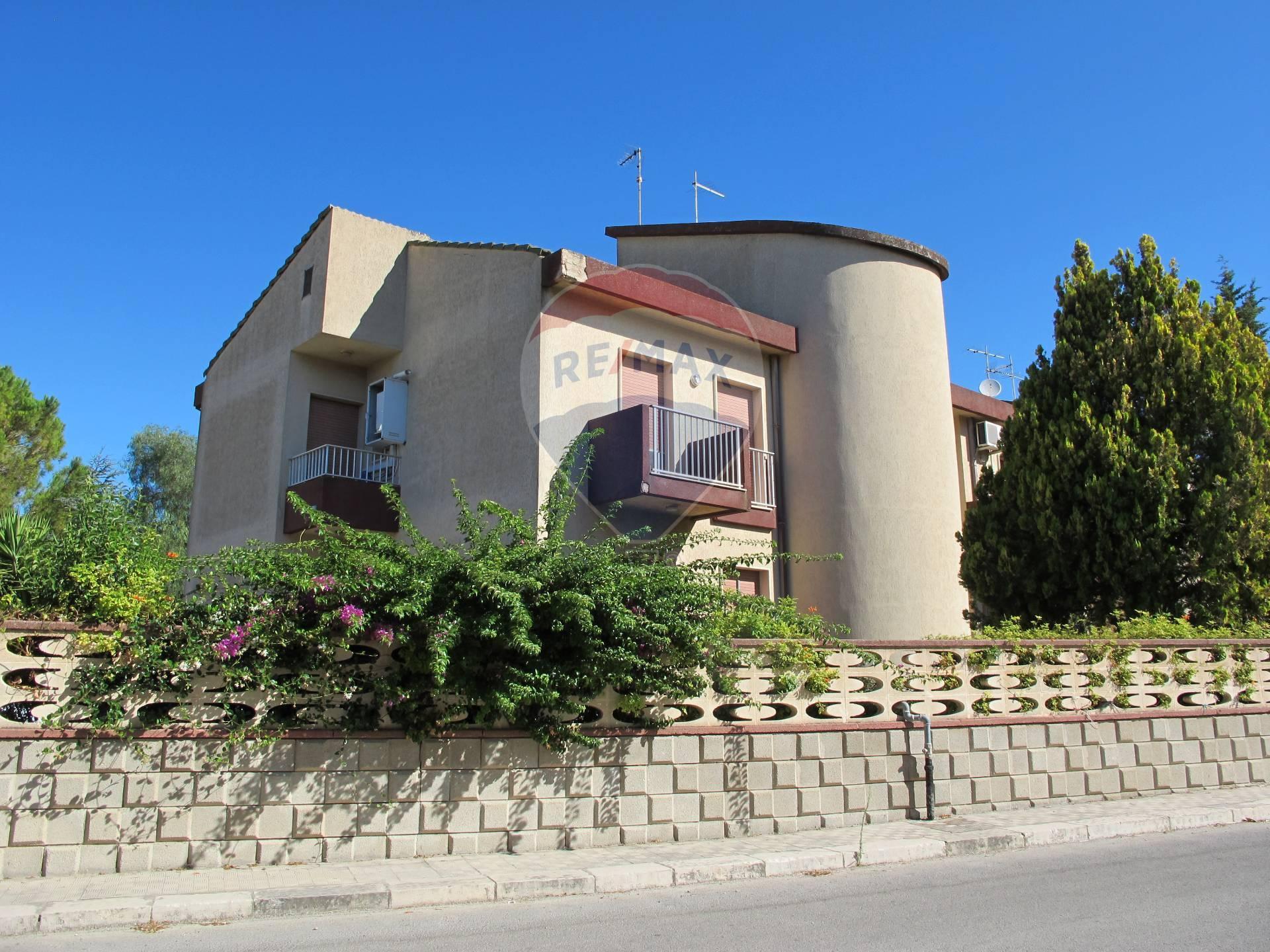 Appartamento in vendita a Comiso, 6 locali, prezzo € 110.000 | CambioCasa.it