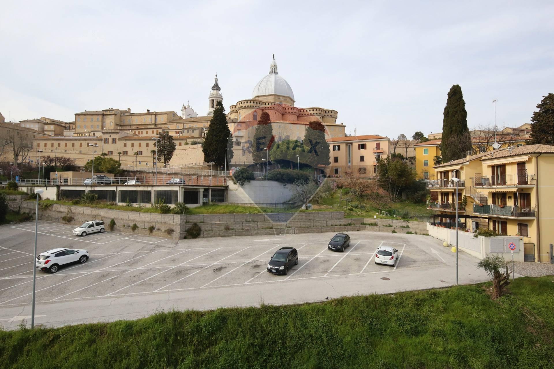 Appartamento in vendita a Loreto, 4 locali, prezzo € 78.000 | CambioCasa.it