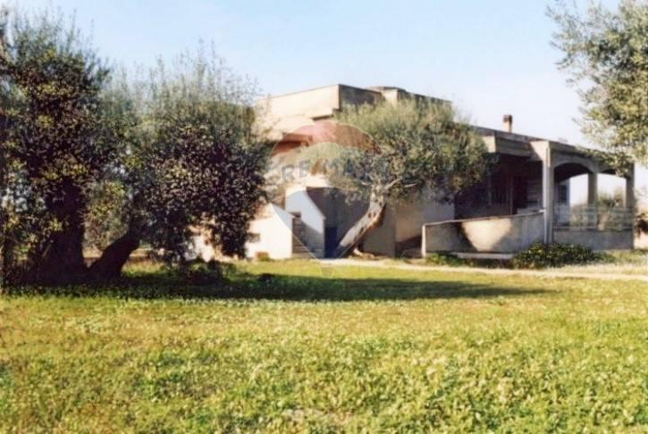 Villa in vendita a Chiaramonte Gulfi, 9 locali, prezzo € 100.000 | CambioCasa.it