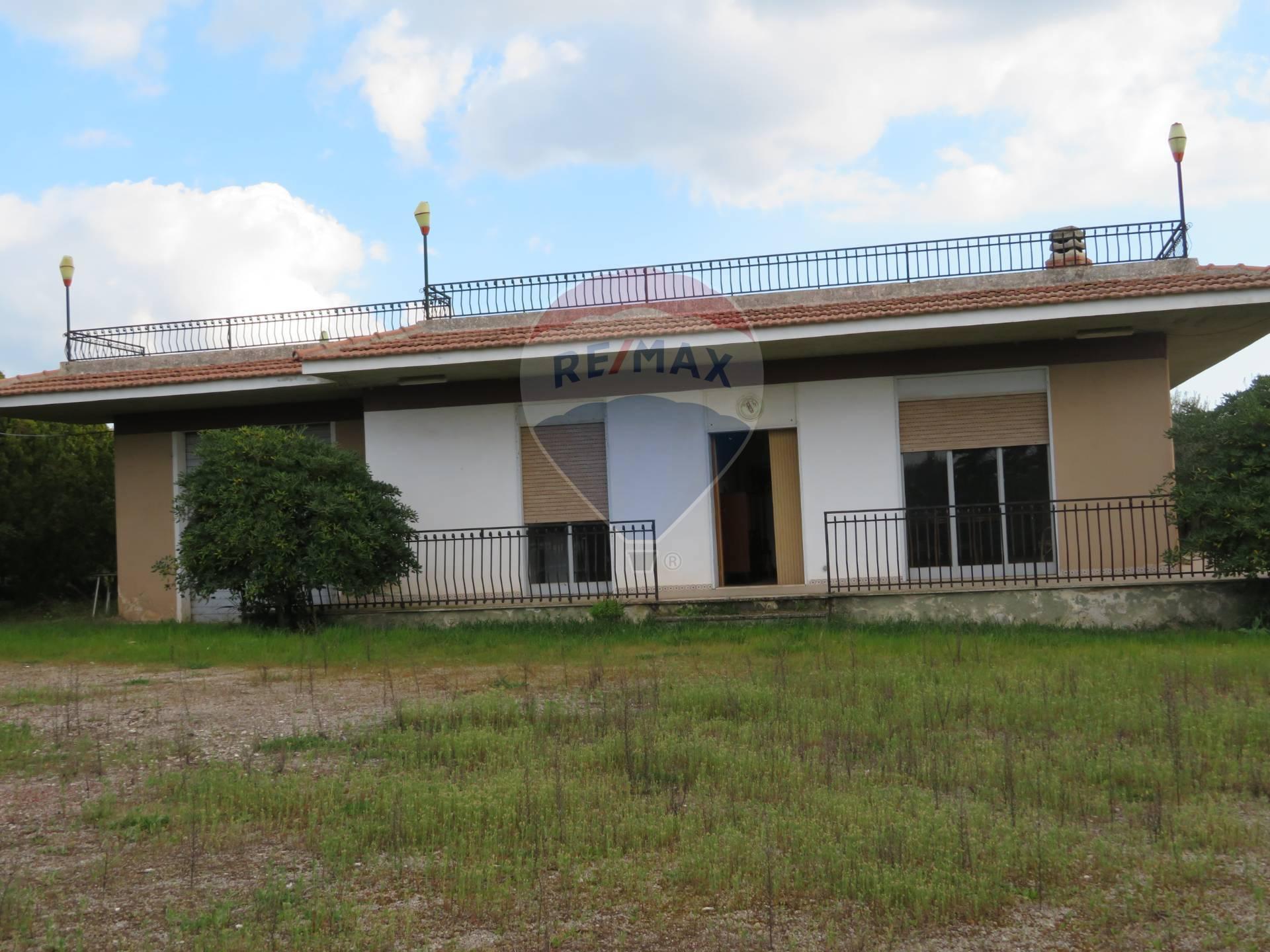 Villa in vendita a Chiaramonte Gulfi, 6 locali, prezzo € 100.000 | CambioCasa.it