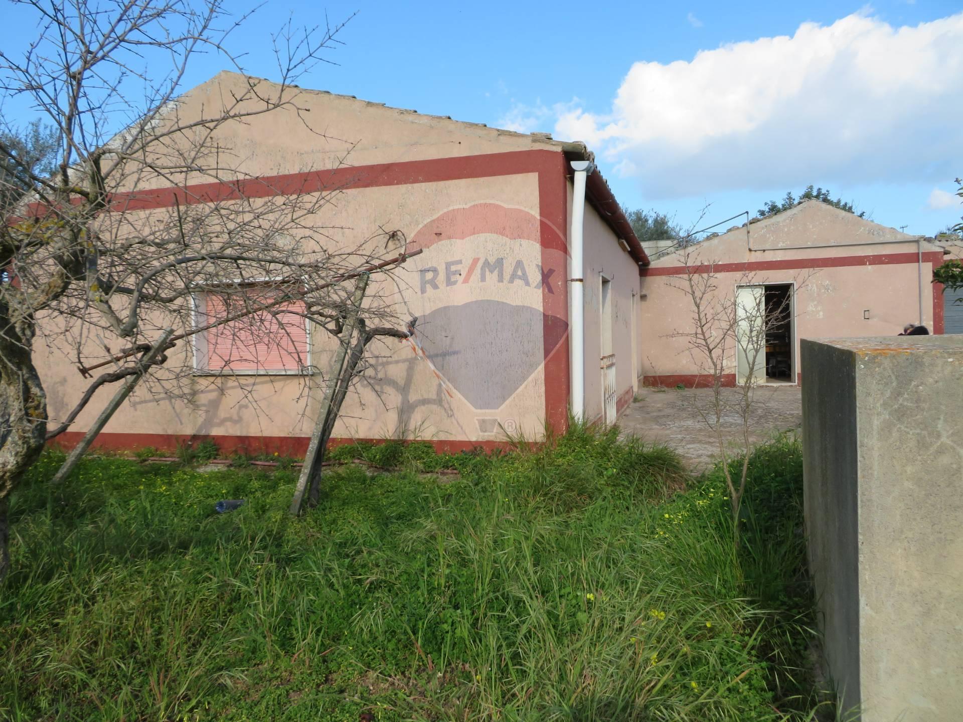 Rustico / Casale in vendita a Chiaramonte Gulfi, 5 locali, prezzo € 82.000 | CambioCasa.it