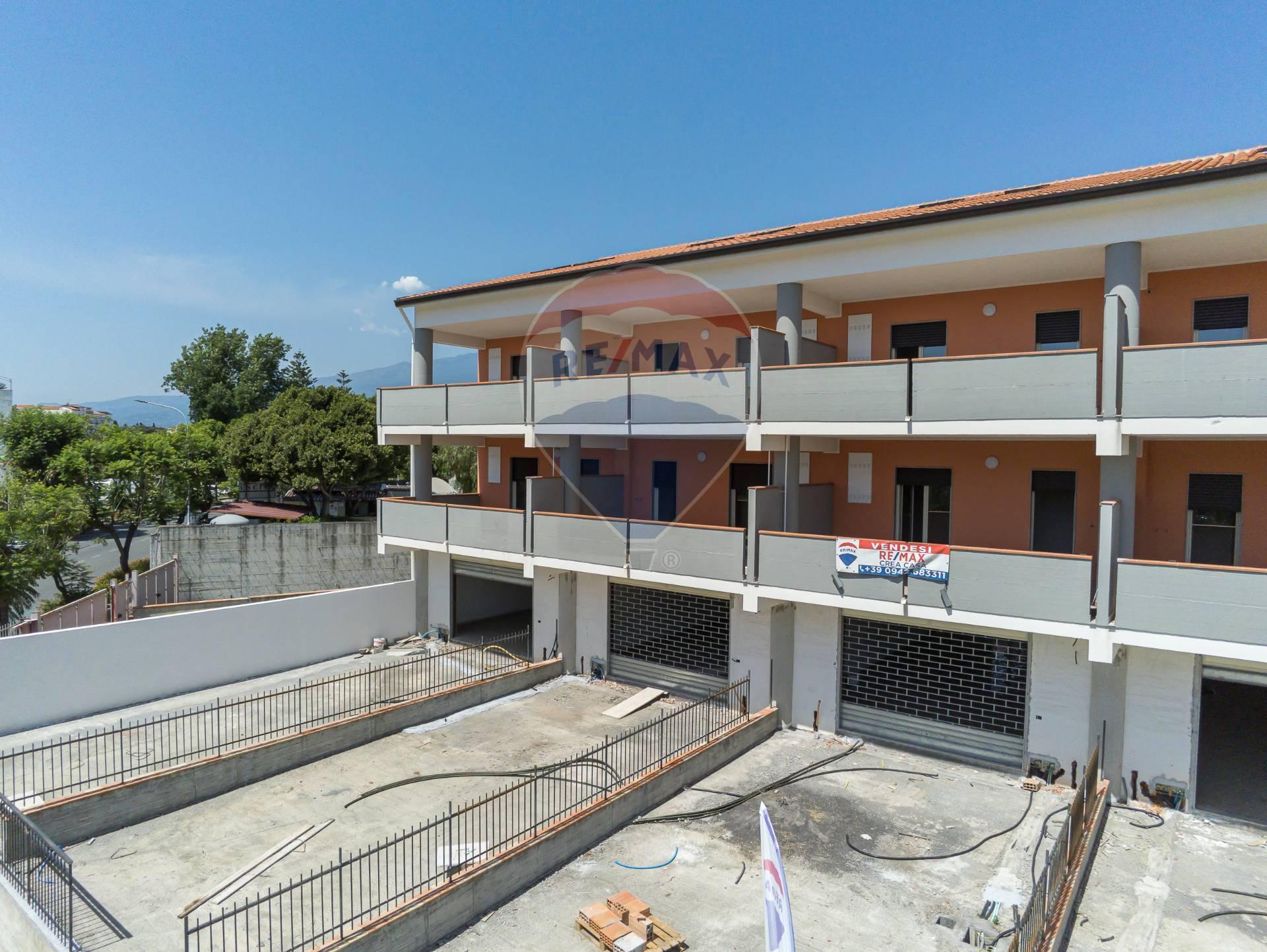 Negozio / Locale in vendita a Giardini-Naxos, 9999 locali, zona Località: Recanati, prezzo € 200.000   CambioCasa.it