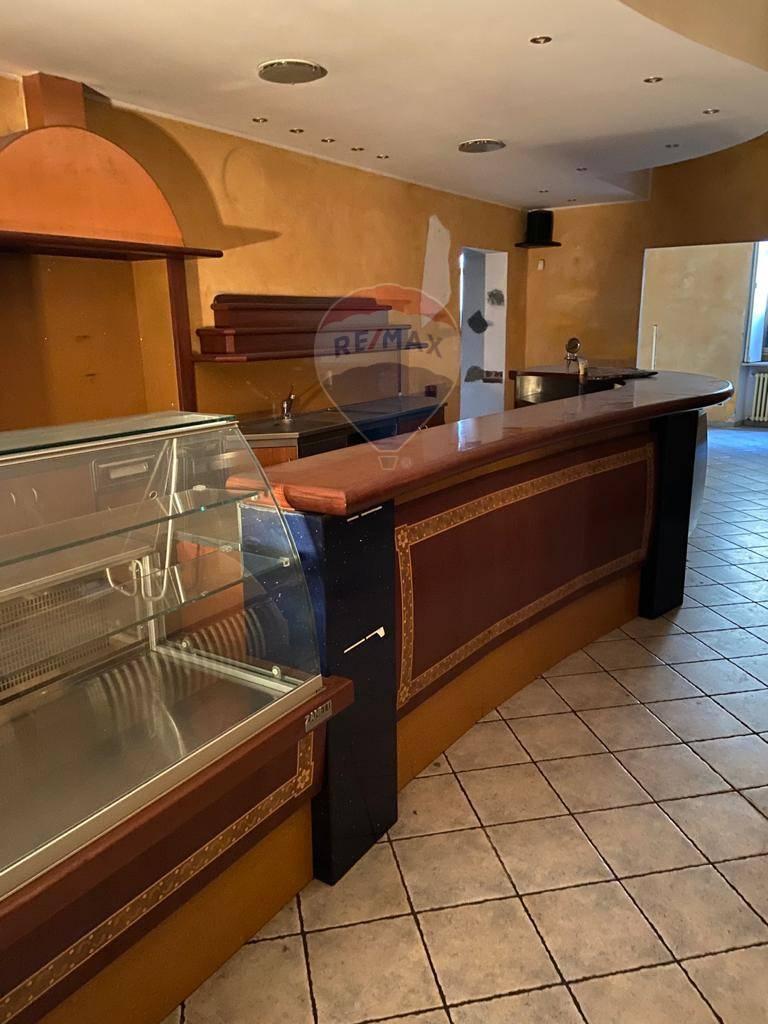Negozio / Locale in affitto a Varese, 9999 locali, zona Località: ZonaBorri/ospedali, prezzo € 900   CambioCasa.it