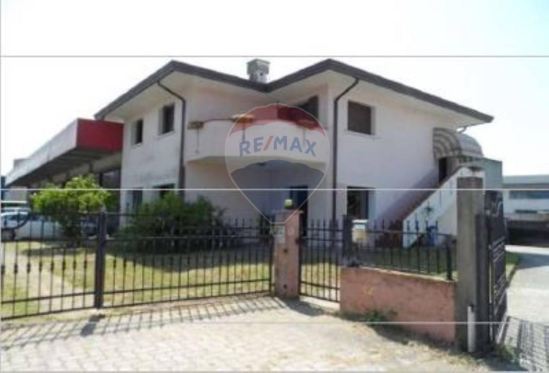 Capannone in vendita a Roncade, 9999 locali, prezzo € 488.000   CambioCasa.it