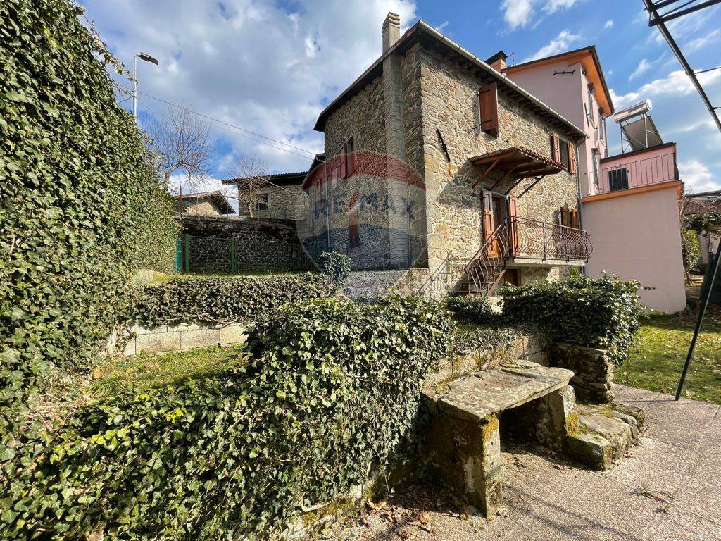 Soluzione Indipendente in vendita a San Romano in Garfagnana, 7 locali, zona Zona: Orzaglia, prezzo € 130.000 | CambioCasa.it