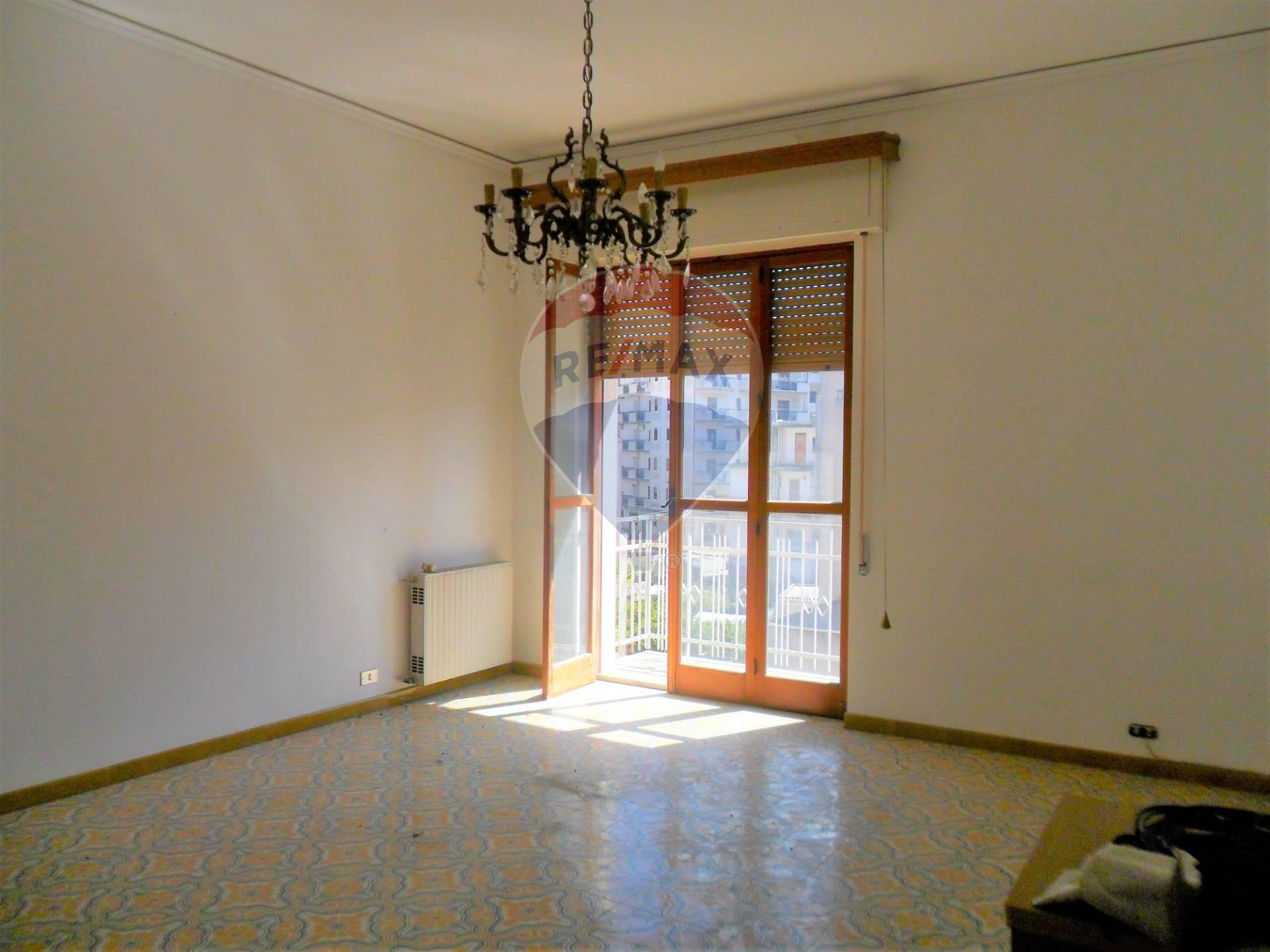Appartamento in vendita a Modica, 5 locali, zona Località: ModicaSorda, prezzo € 105.000   CambioCasa.it