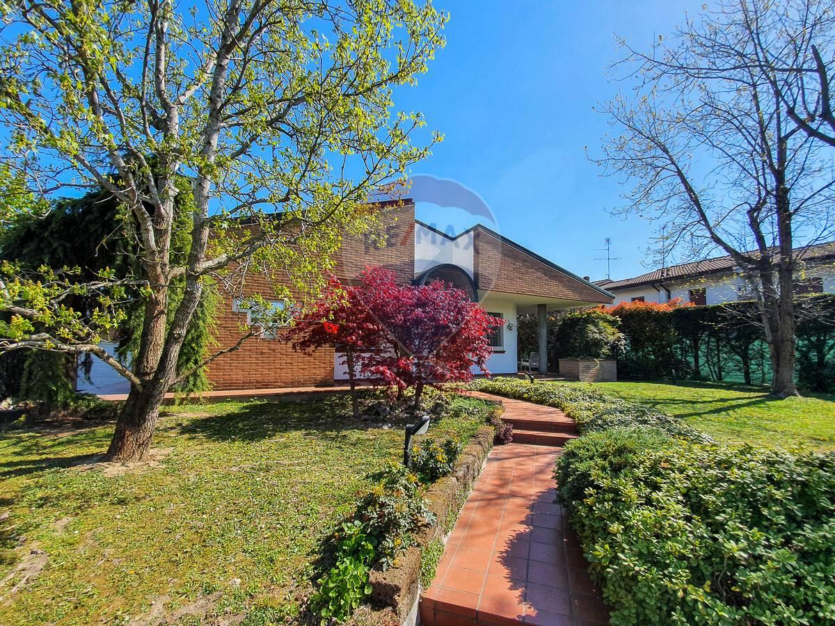 Villa in vendita a Poggio Rusco, 7 locali, prezzo € 420.000 | CambioCasa.it