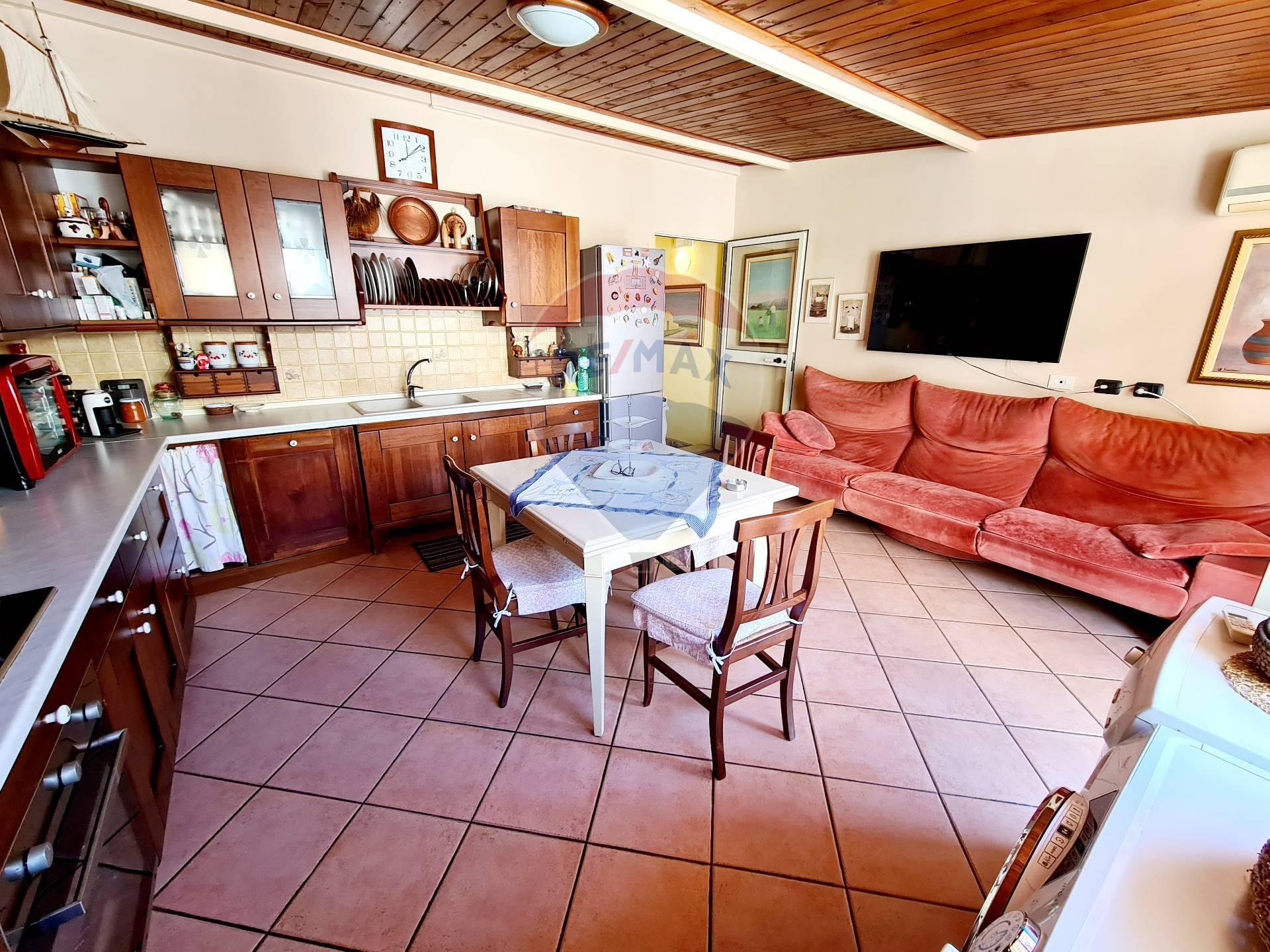 Soluzione Indipendente in vendita a Pozzallo, 5 locali, zona Località: Centro, prezzo € 169.000 | CambioCasa.it