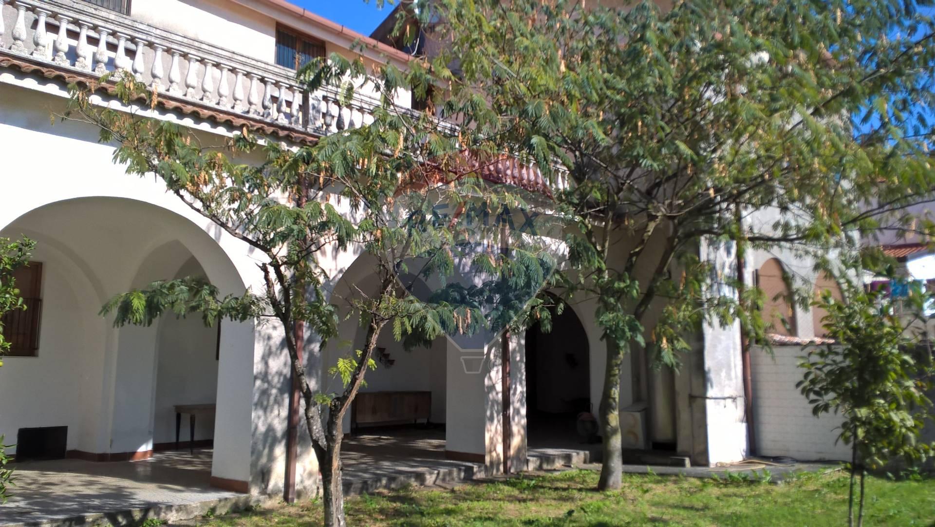 Soluzione Indipendente in affitto a Giffoni Valle Piana, 23 locali, zona Zona: Catelde, prezzo € 3.500   CambioCasa.it