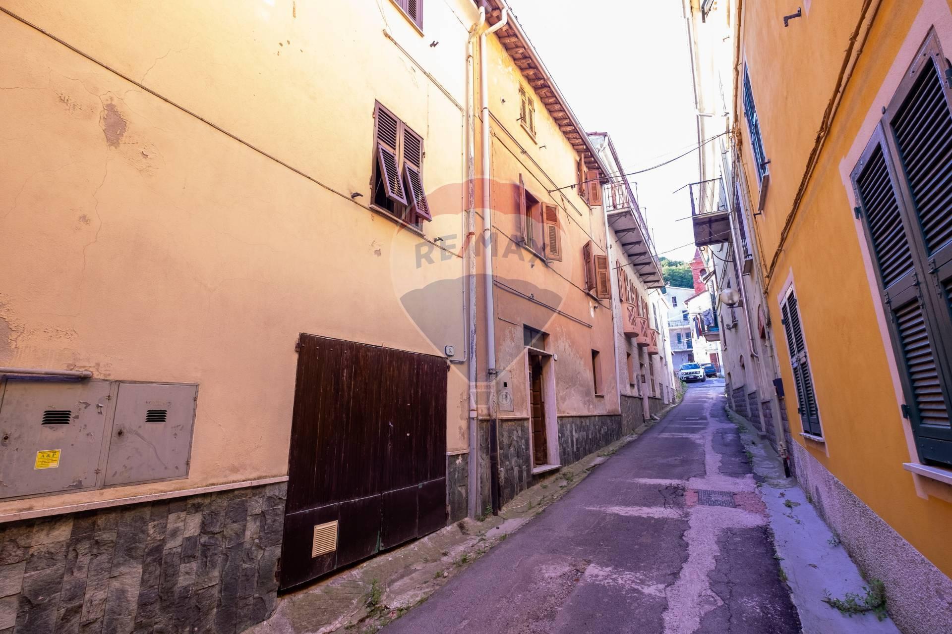 Soluzione Semindipendente in vendita a Altare, 9 locali, prezzo € 38.000 | CambioCasa.it