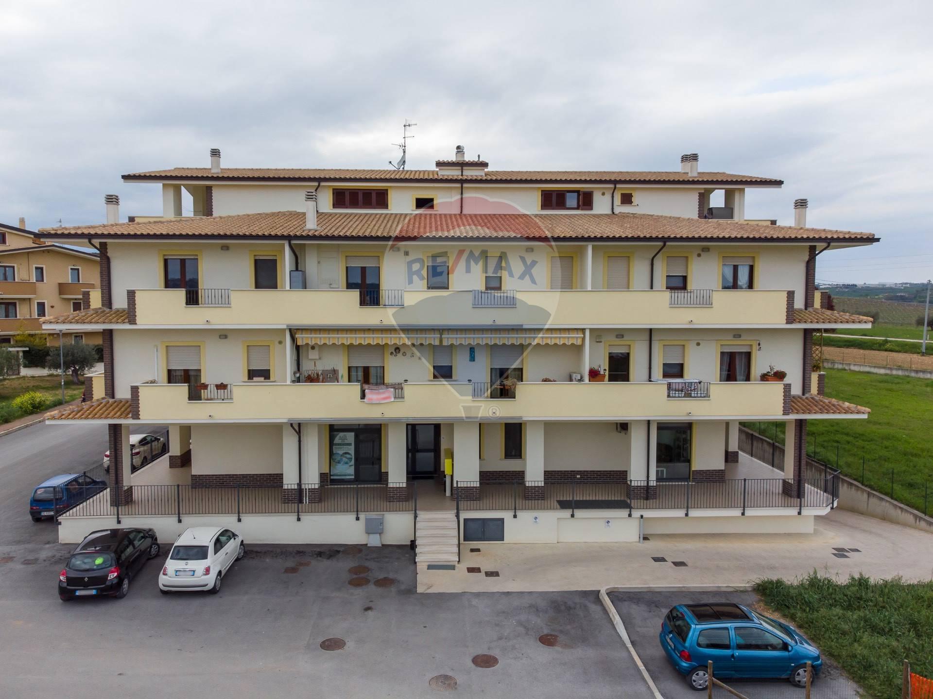 Appartamento in vendita a Rosciano, 3 locali, zona Località: VillaOliveti, prezzo € 75.000   CambioCasa.it