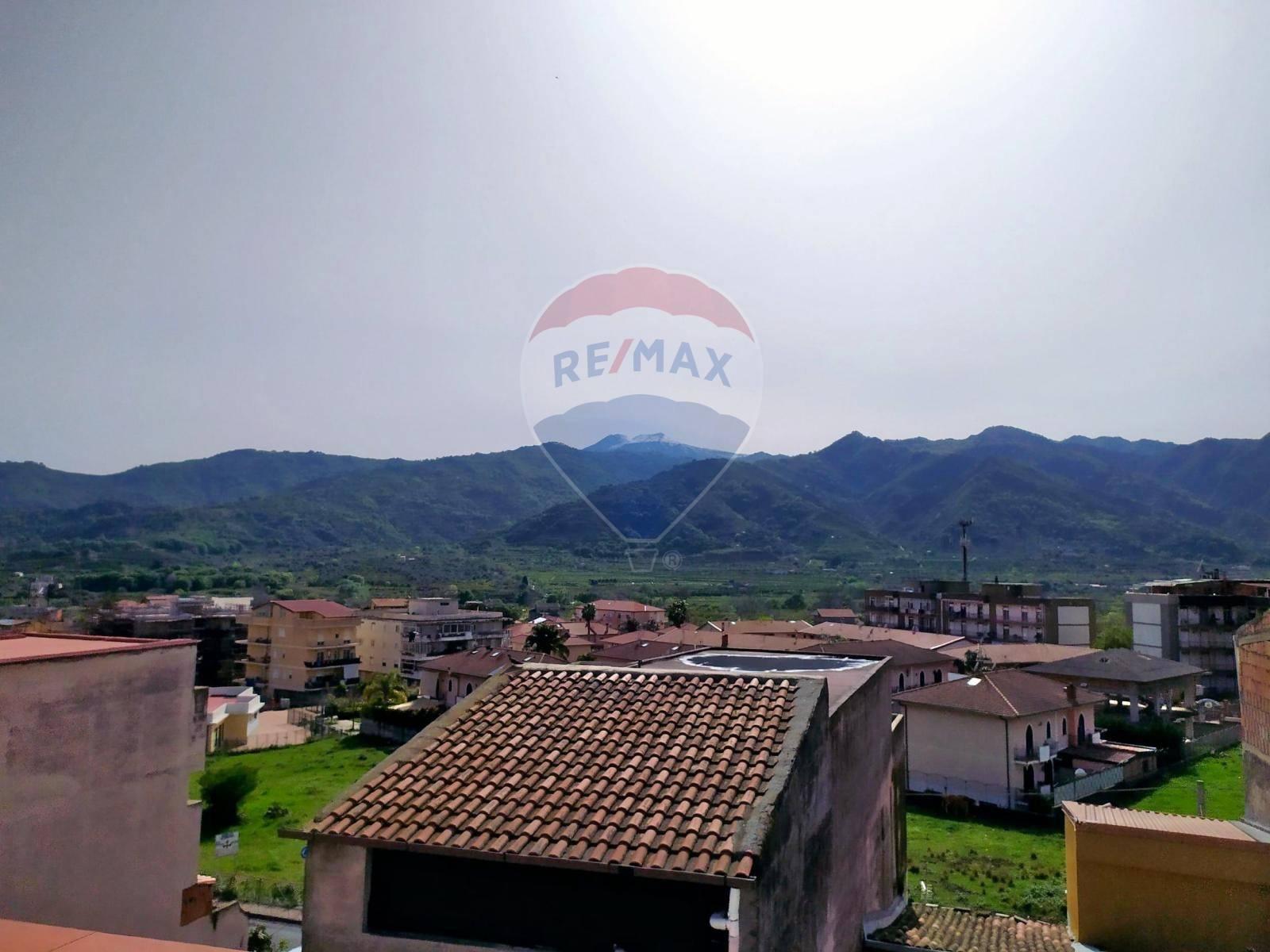 Soluzione Indipendente in vendita a Gaggi, 9 locali, prezzo € 54.000 | CambioCasa.it