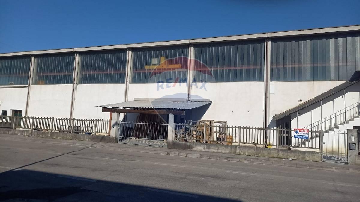 Capannone in vendita a Cerea, 9999 locali, prezzo € 215.000   CambioCasa.it