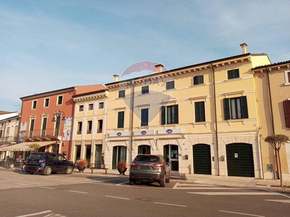 Ufficio / Studio in affitto a Zevio, 9999 locali, prezzo € 1.100 | CambioCasa.it