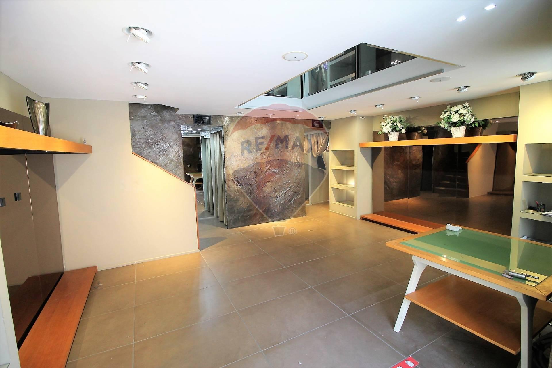 Negozio / Locale in affitto a Siracusa, 9999 locali, zona Zona: Tica-tisia, prezzo € 2.000 | CambioCasa.it